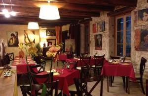 salle-de-restaurant-pierre-traditionnel-revermont-grenouille-specialites-soirees-300x196 dans Non classé